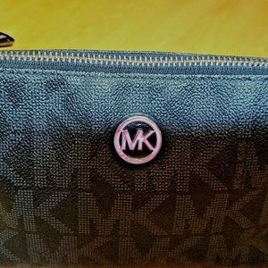 New Michael Kors Fulton Pouch Cosmetic